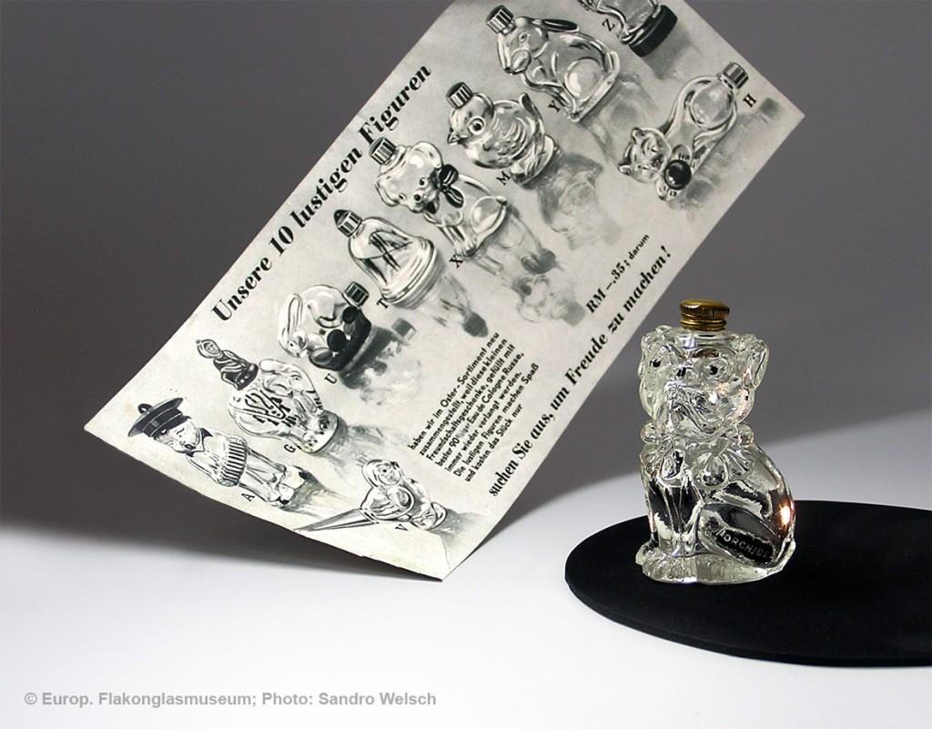 Taschen-Flakon in Form eines Mops-Hundes und Einleger zum Osterfest; Parfümerie-Orchidea®, Dresden/ Deutschland, um 1939
