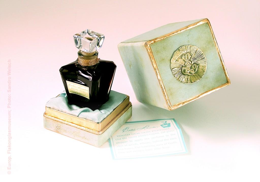 """Parfüm-Flakon """"Youth Dew Skin Parfum""""®; Estée Lauder Companies Inc.®, New York City/ Vereinigte Staaten von Amerika, 1950er Jahre"""